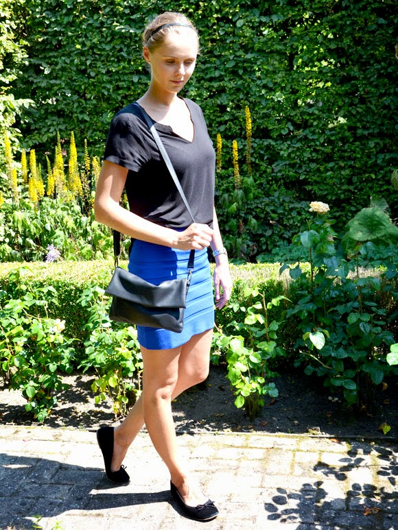 Outfit: black & blue