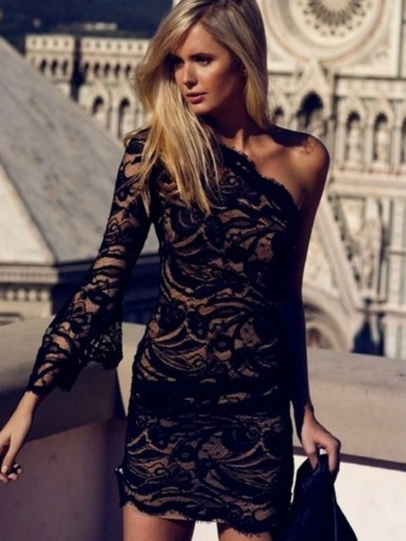 Zwart kanten jurkje combineren