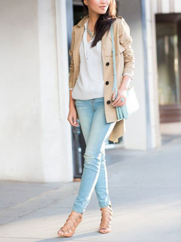 Lichtblauwe spijkerbroek combineren