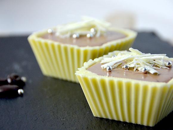 Bakjes van chocola met mokka-mousse