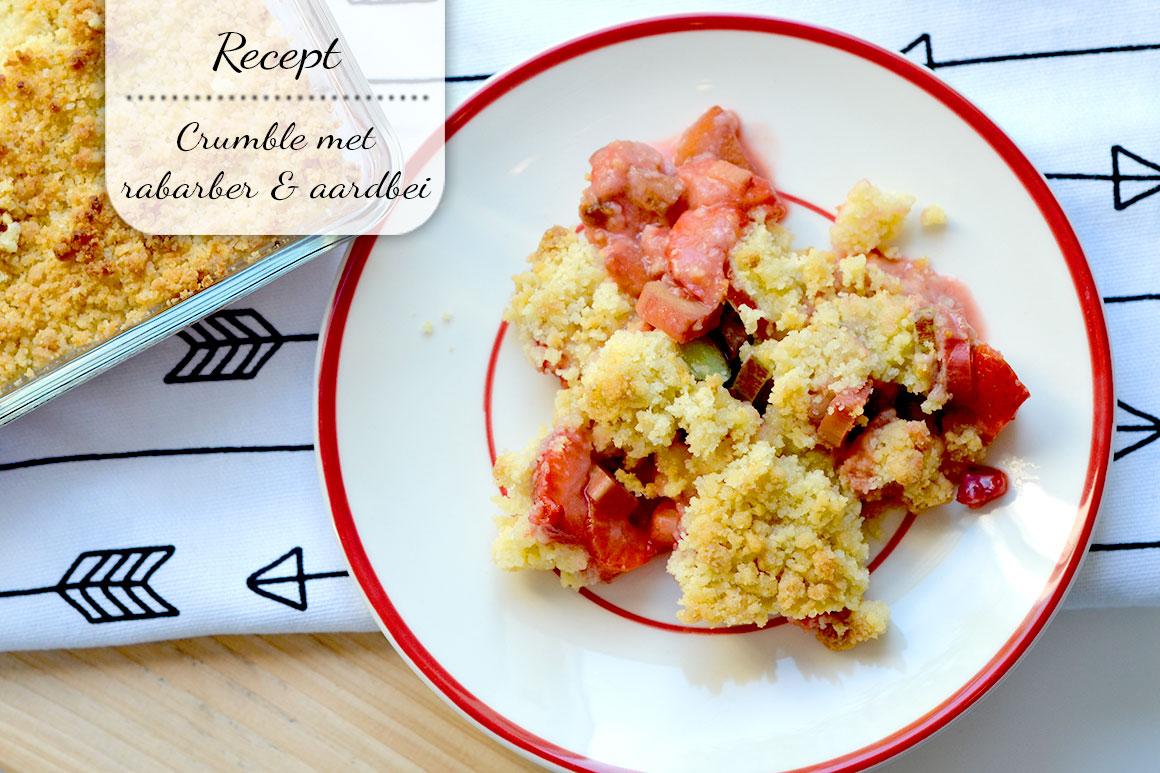 Crumble met rabarber en aardbeien