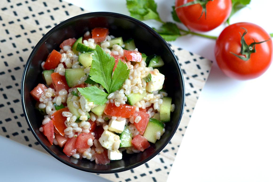 Salade met parelgort en feta