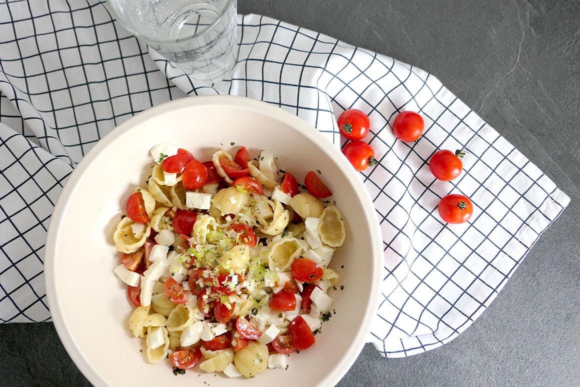 Snelle vegetarische pastasalade