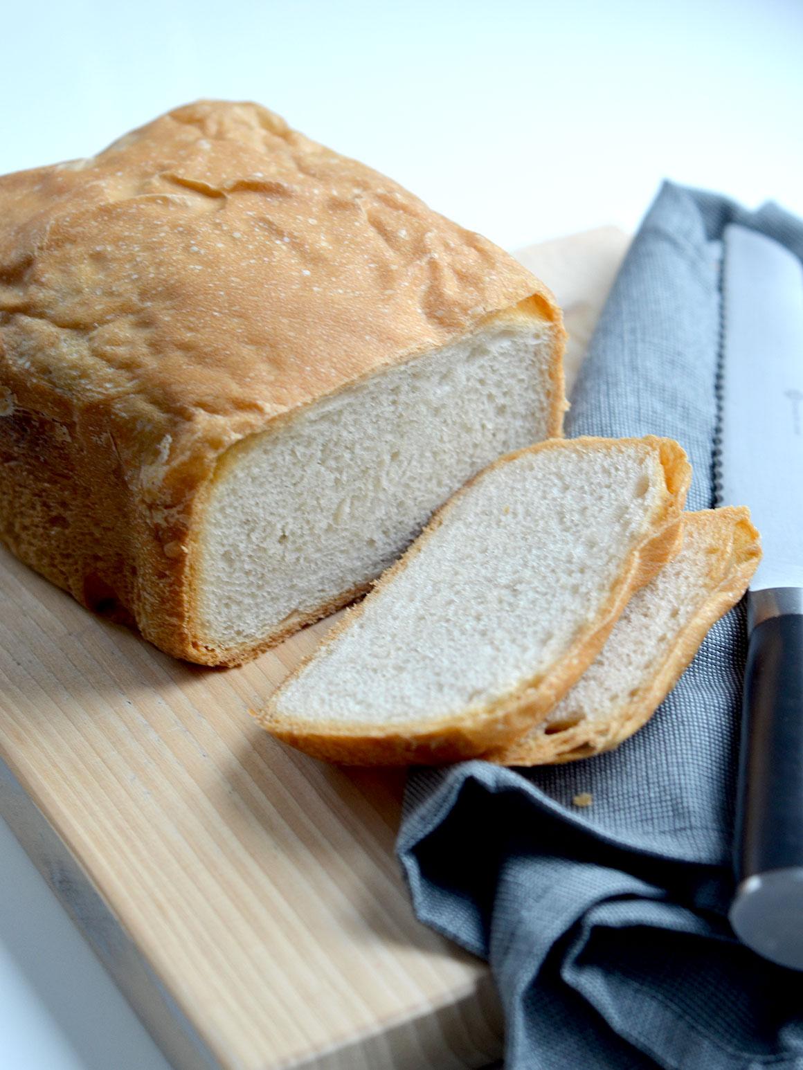 Wit brood zonder suiker (uit de broodbakmachine)